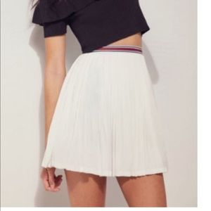 S+N Urban Outfitters White Pleated Skirt